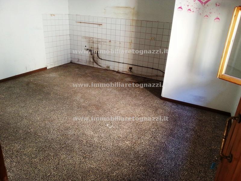 Appartamento in vendita a Castelfiorentino, 3 locali, prezzo € 70.000 | Cambio Casa.it