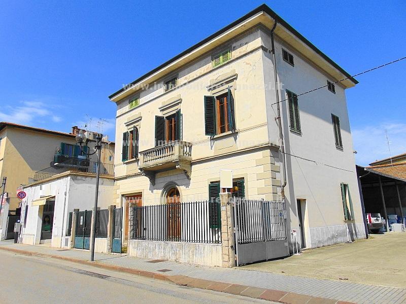 Villa in vendita a Castelfiorentino, 7 locali, prezzo € 350.000 | CambioCasa.it