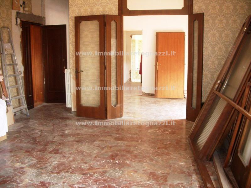 Appartamento in vendita a Certaldo, 3 locali, prezzo € 100.000 | Cambio Casa.it