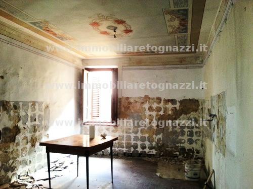Palazzo / Stabile in vendita a Gambassi Terme, 8 locali, prezzo € 180.000 | CambioCasa.it