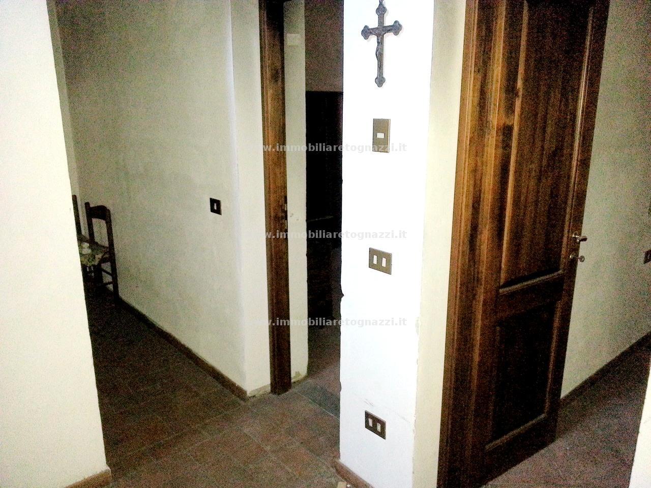 Palazzo / Stabile in vendita a Tavarnelle Val di Pesa, 10 locali, prezzo € 330.000 | CambioCasa.it