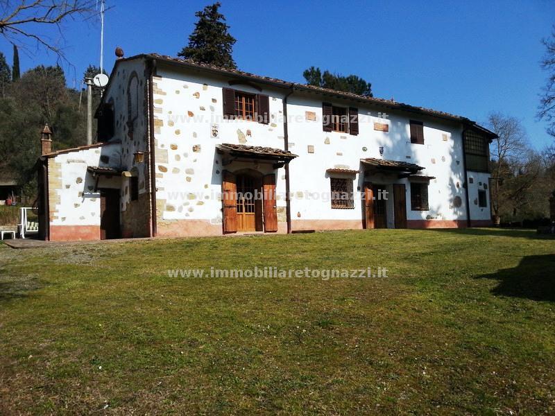 Rustico / Casale in vendita a Montaione, 10 locali, prezzo € 500.000 | CambioCasa.it