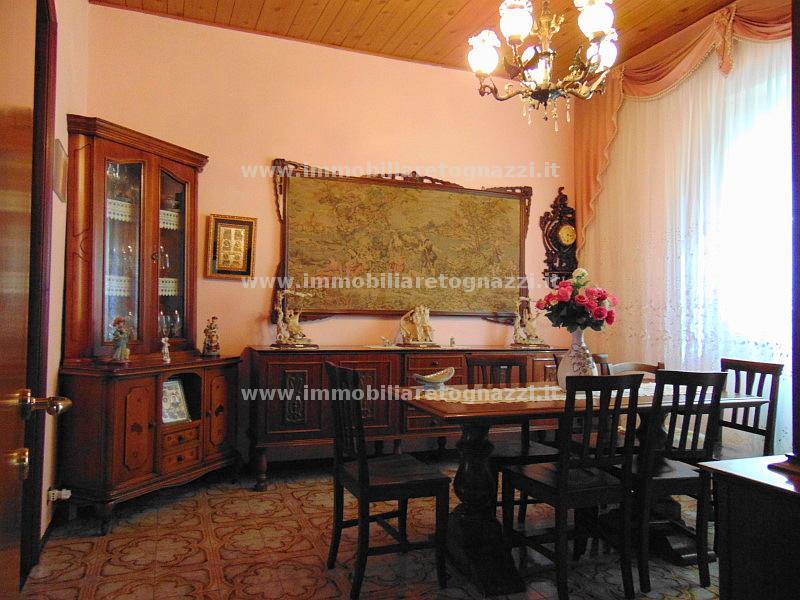 Appartamento in vendita a Certaldo, 7 locali, prezzo € 180.000   Cambio Casa.it