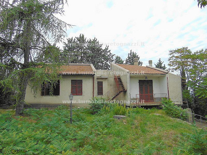 Villa in vendita a Gambassi Terme, 5 locali, prezzo € 210.000 | Cambio Casa.it
