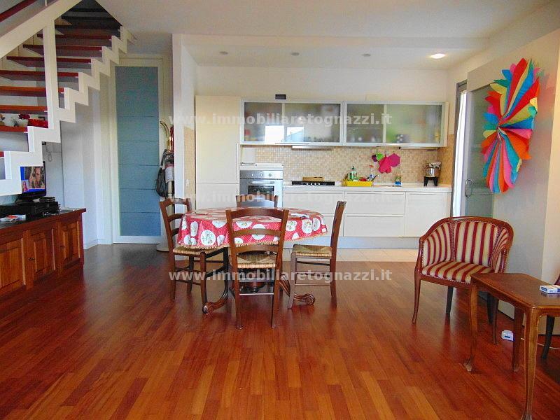 Appartamento in vendita a Empoli, 4 locali, prezzo € 310.000 | Cambio Casa.it