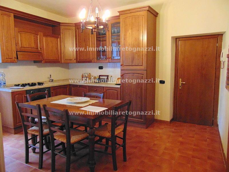 Appartamento in vendita a Montaione, 4 locali, prezzo € 85.000 | CambioCasa.it
