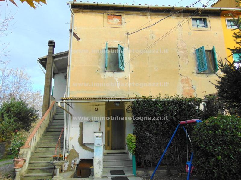 Villa a Schiera in vendita a Certaldo, 7 locali, prezzo € 150.000 | Cambio Casa.it