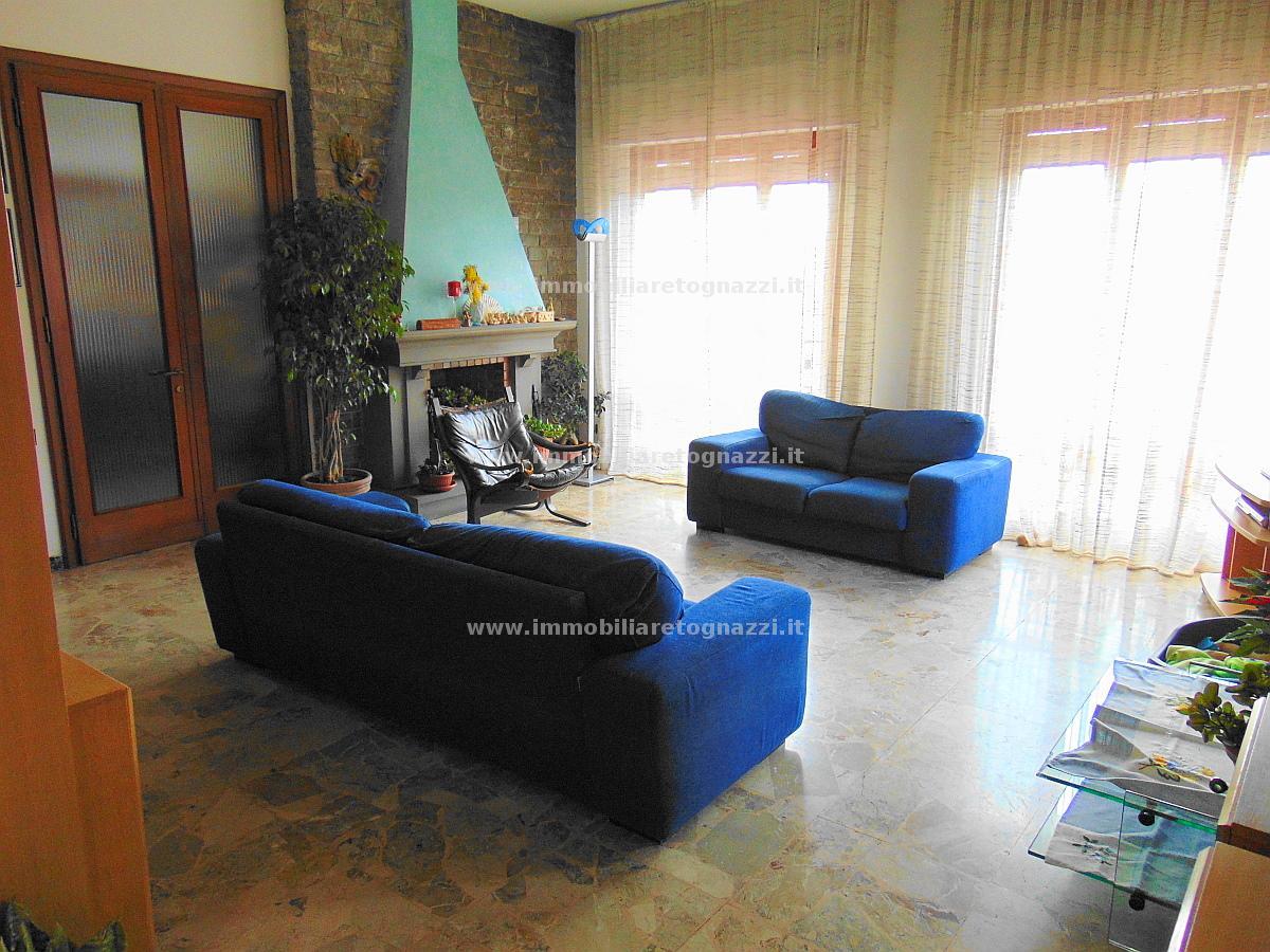 Villa in vendita a Gambassi Terme, 5 locali, prezzo € 490.000 | Cambio Casa.it