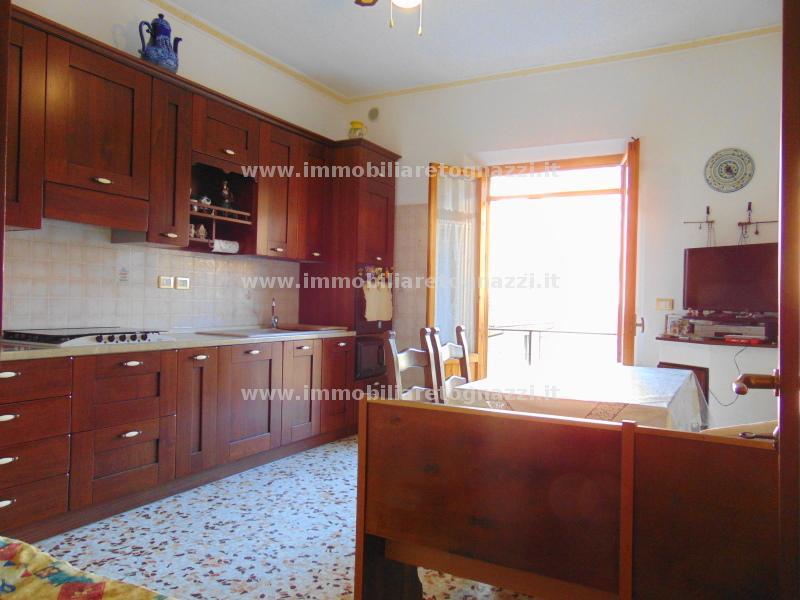 Appartamento in vendita a Certaldo, 4 locali, prezzo € 160.000 | CambioCasa.it