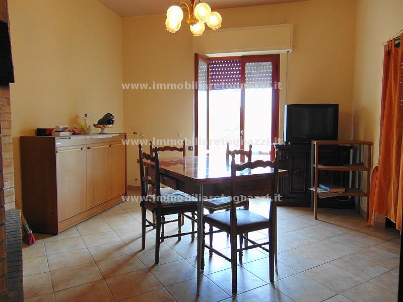 Appartamento in vendita a Gambassi Terme, 4 locali, prezzo € 150.000 | CambioCasa.it