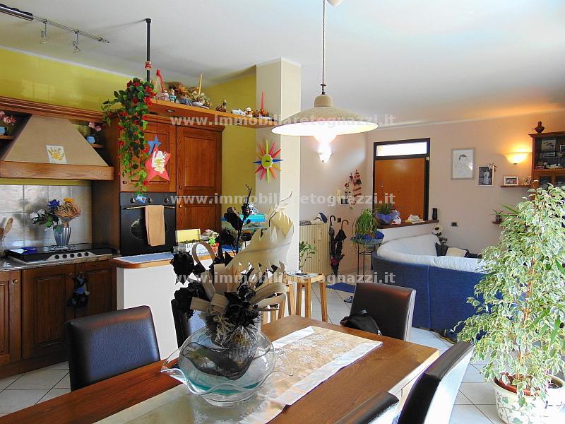Appartamento in vendita a Gambassi Terme, 5 locali, prezzo € 185.000 | Cambio Casa.it
