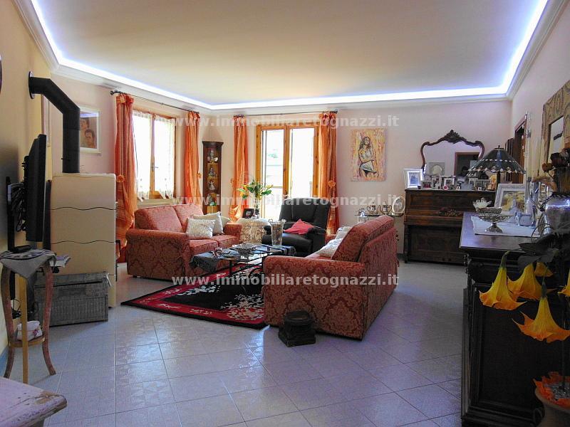 Appartamento in vendita a Gambassi Terme, 4 locali, prezzo € 230.000 | Cambio Casa.it