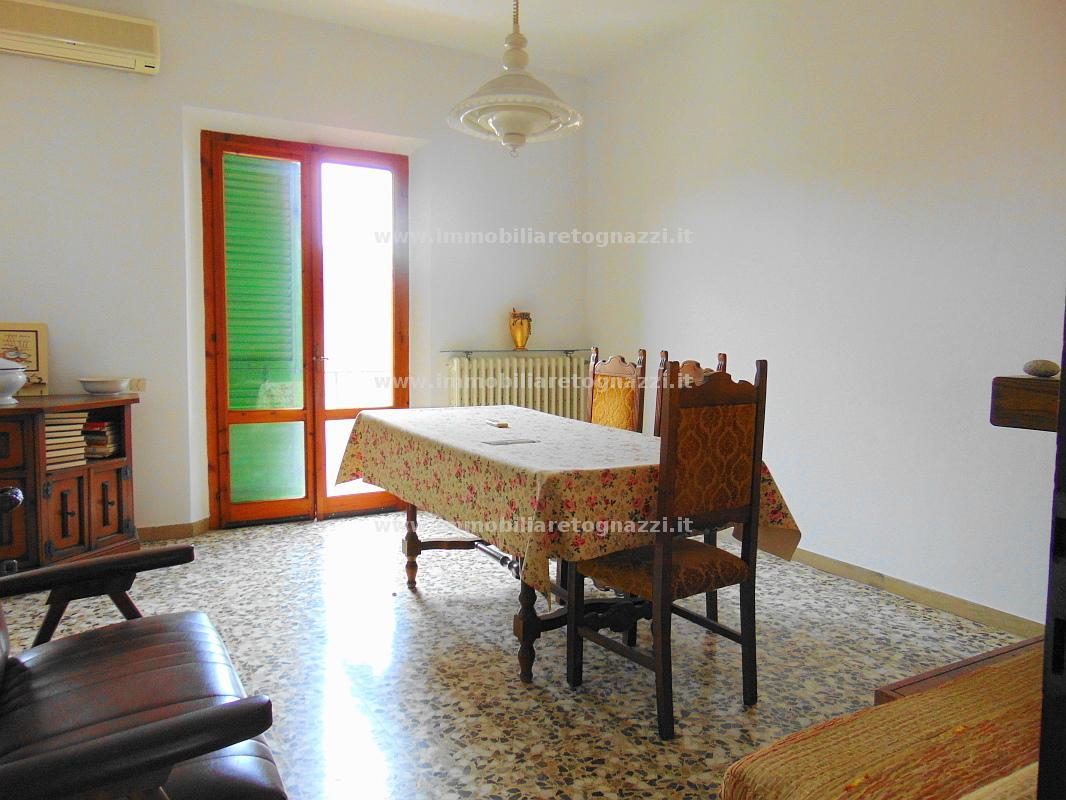Appartamento in vendita a Certaldo, 5 locali, prezzo € 100.000 | Cambio Casa.it