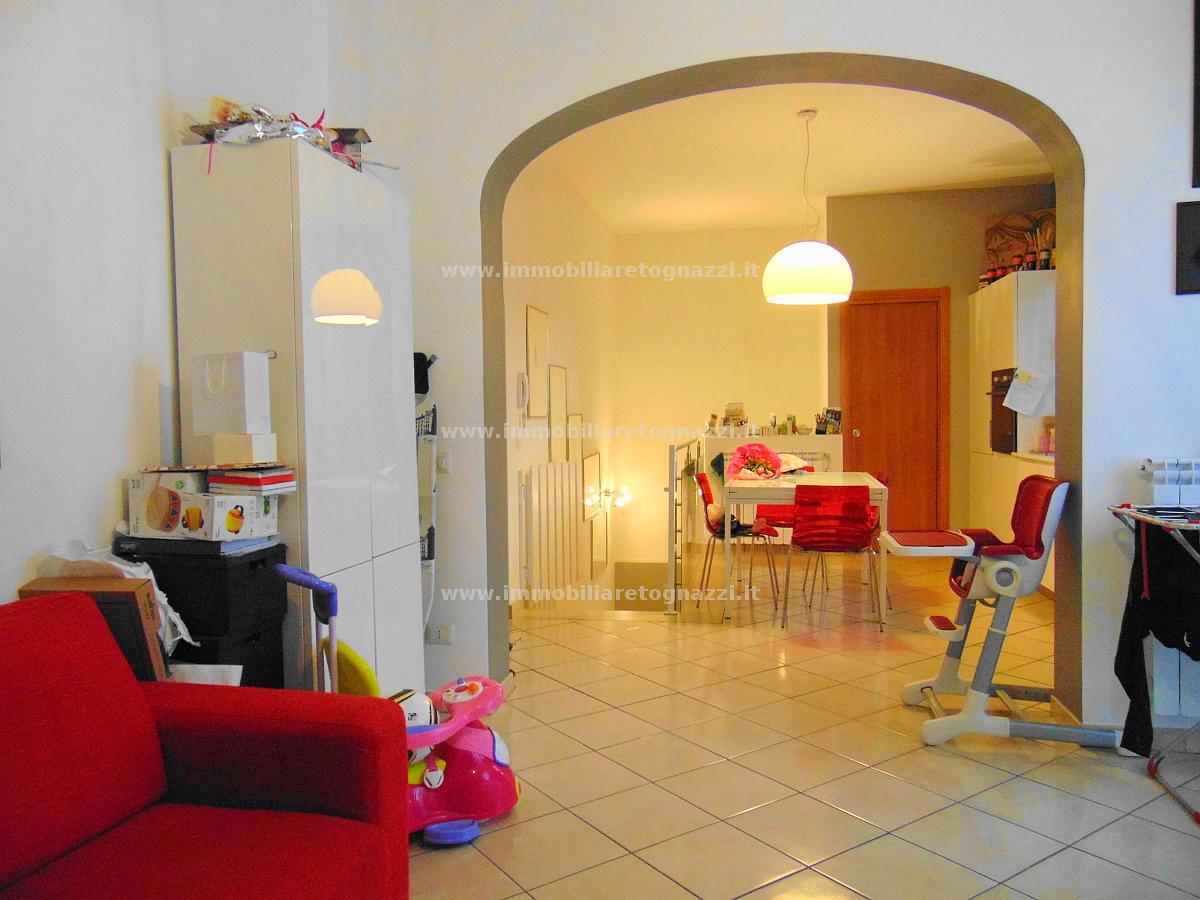 Appartamento in vendita a Gambassi Terme, 4 locali, prezzo € 145.000 | Cambio Casa.it