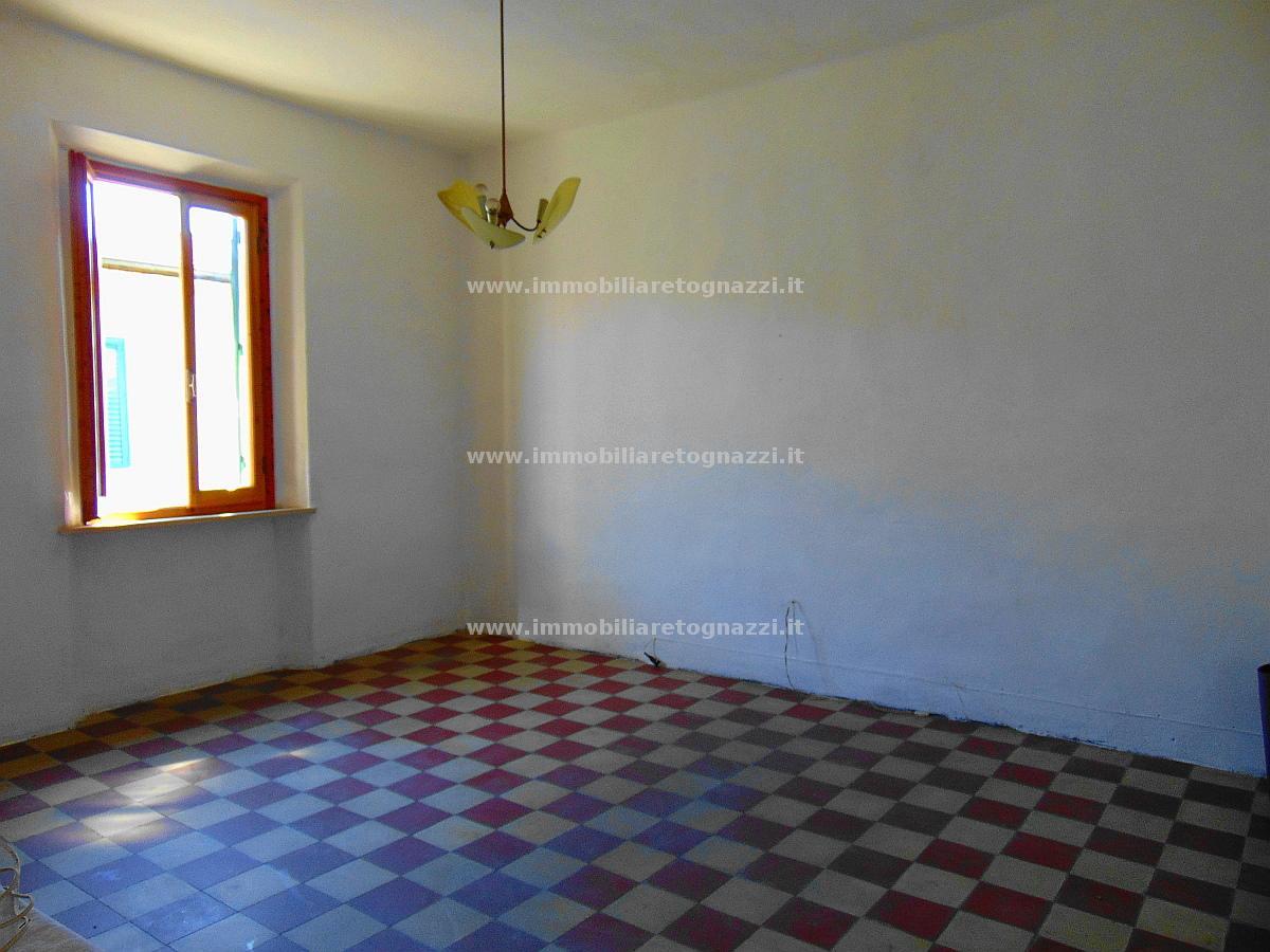 Appartamento in vendita a Certaldo, 5 locali, prezzo € 115.000 | CambioCasa.it