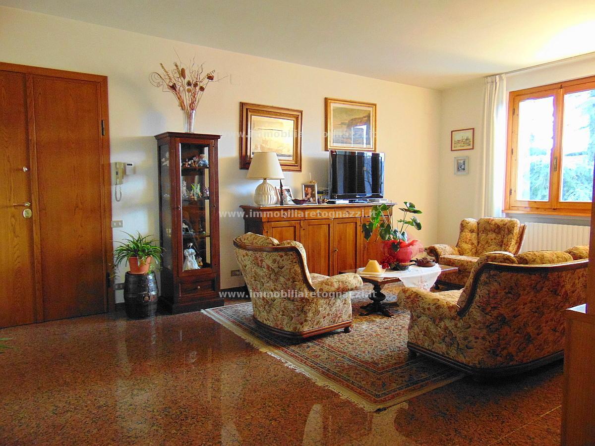 Appartamento in vendita a Gambassi Terme, 5 locali, prezzo € 350.000 | Cambio Casa.it