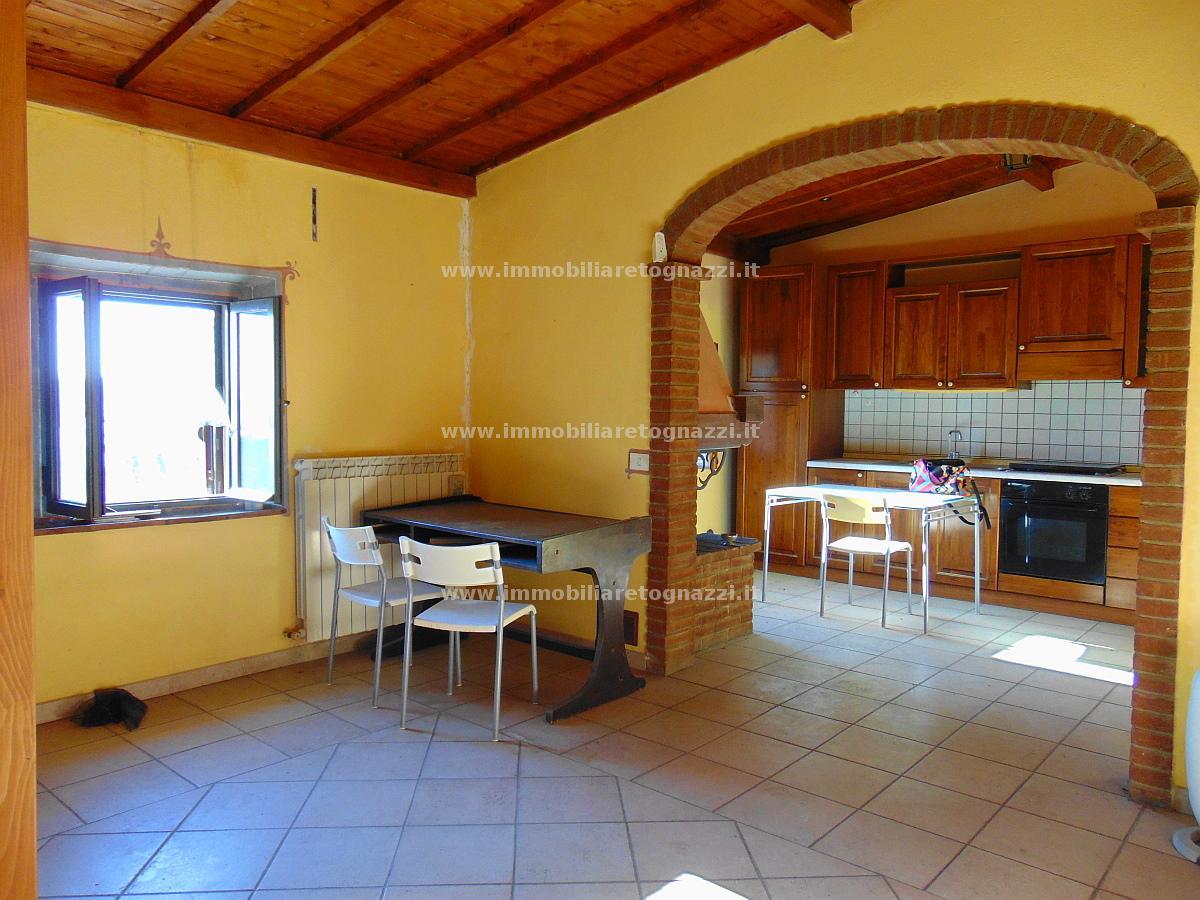 Appartamento in vendita a Gambassi Terme, 4 locali, prezzo € 100.000 | Cambio Casa.it