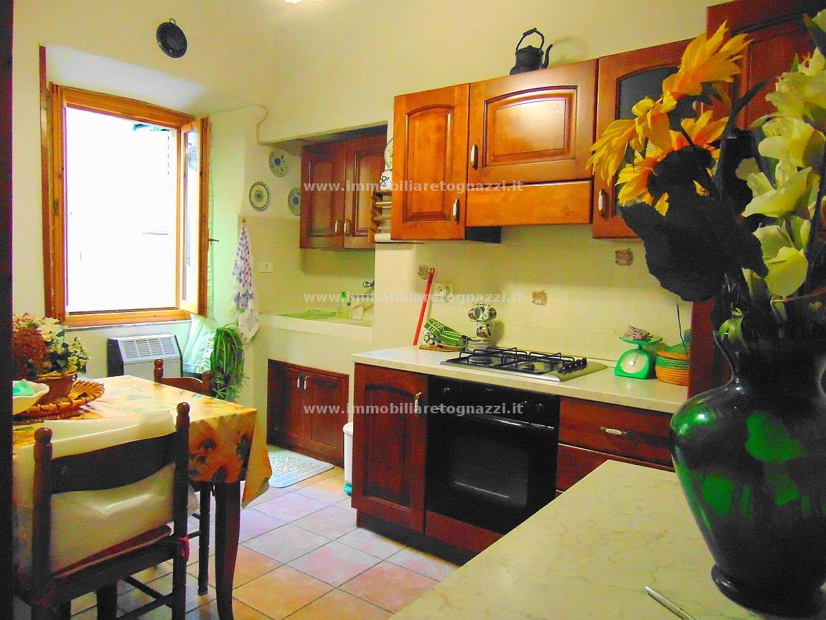 Appartamento in vendita a Montaione, 3 locali, prezzo € 105.000 | CambioCasa.it