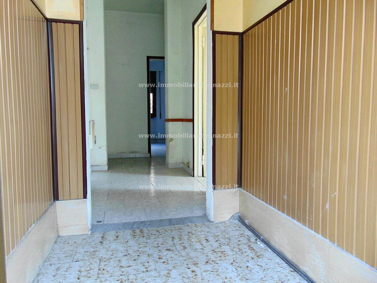 Appartamento in vendita a Castelfiorentino, 5 locali, prezzo € 130.000 | CambioCasa.it