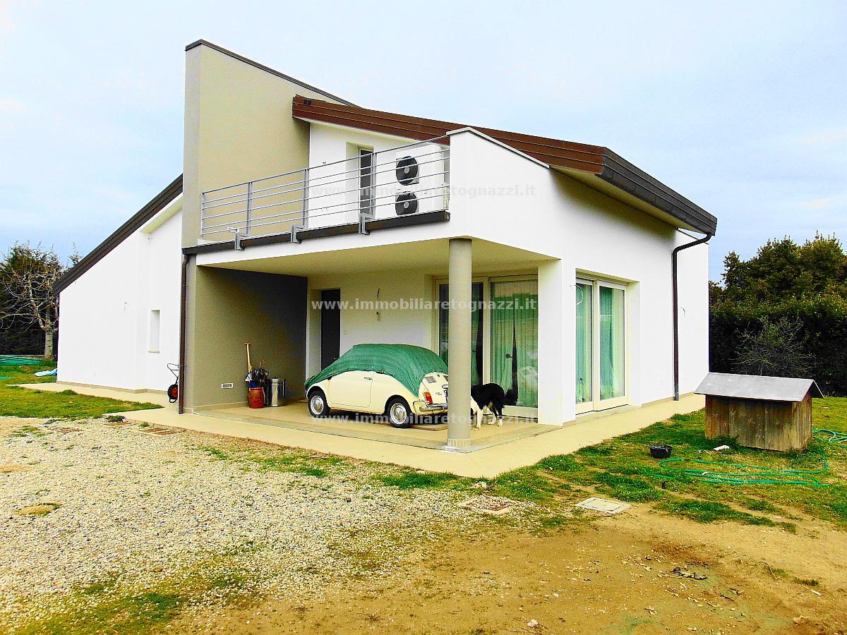 Villa in vendita a Gambassi Terme, 6 locali, prezzo € 510.000 | Cambio Casa.it