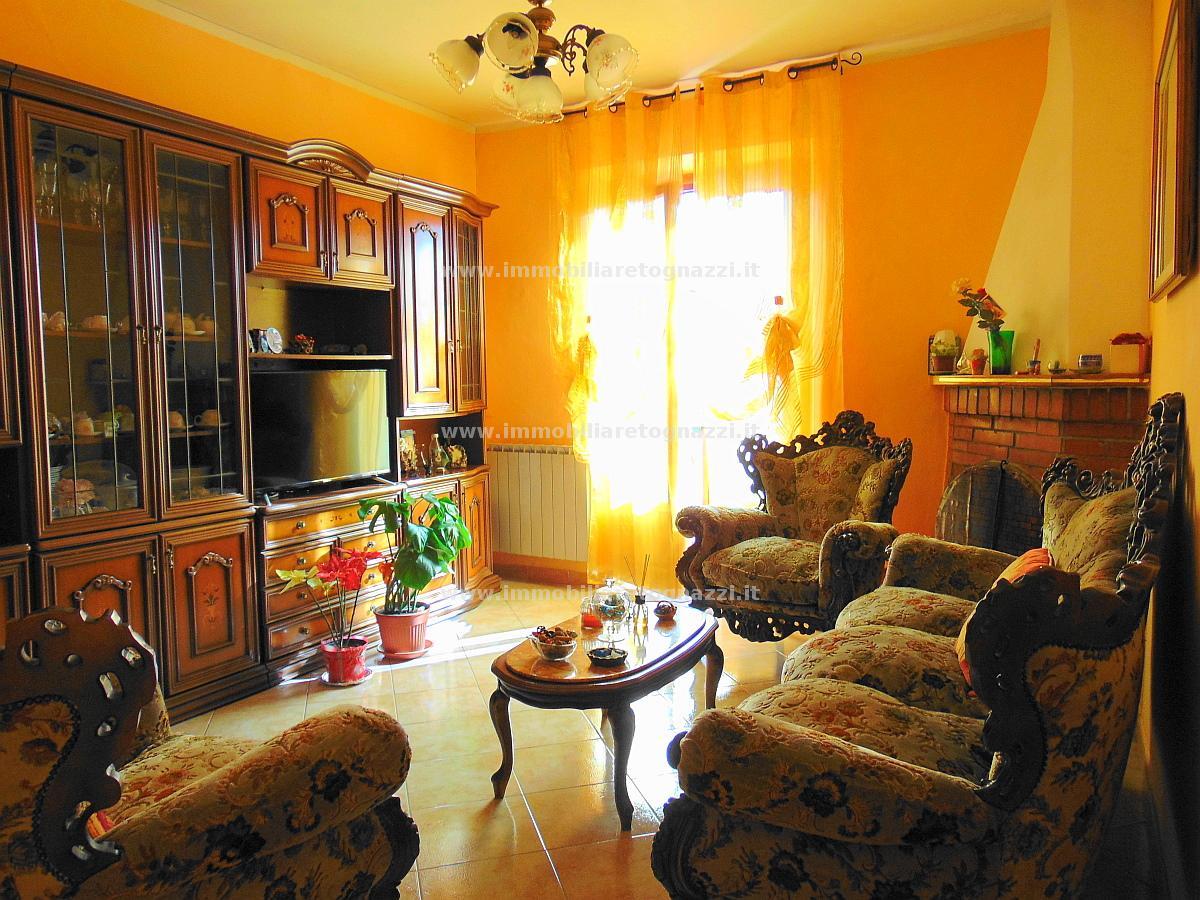 Appartamento in vendita a Gambassi Terme, 4 locali, prezzo € 130.000 | CambioCasa.it
