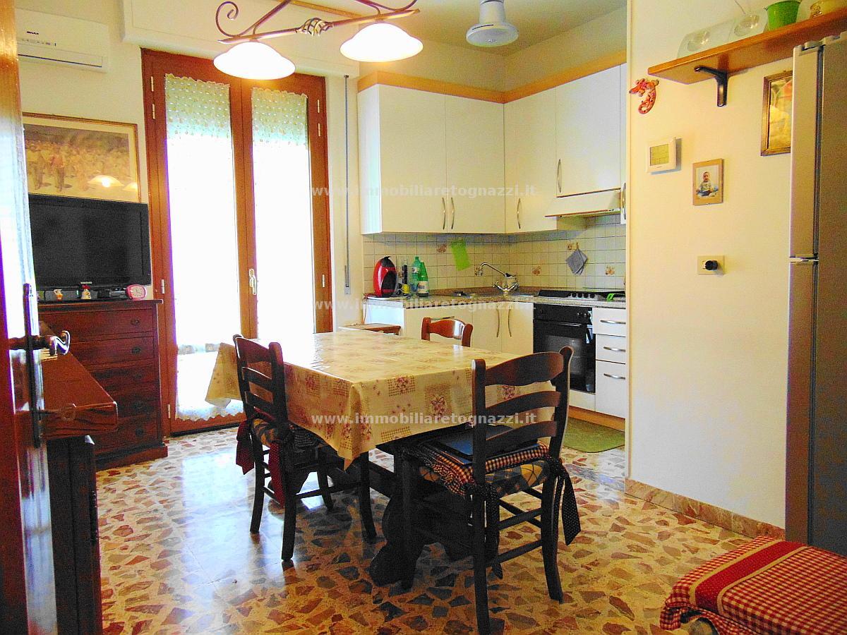 Appartamento in vendita a Castelfiorentino, 4 locali, prezzo € 150.000 | Cambio Casa.it