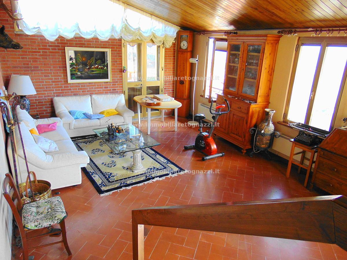 Palazzo / Stabile in vendita a Gambassi Terme, 10 locali, prezzo € 480.000 | CambioCasa.it