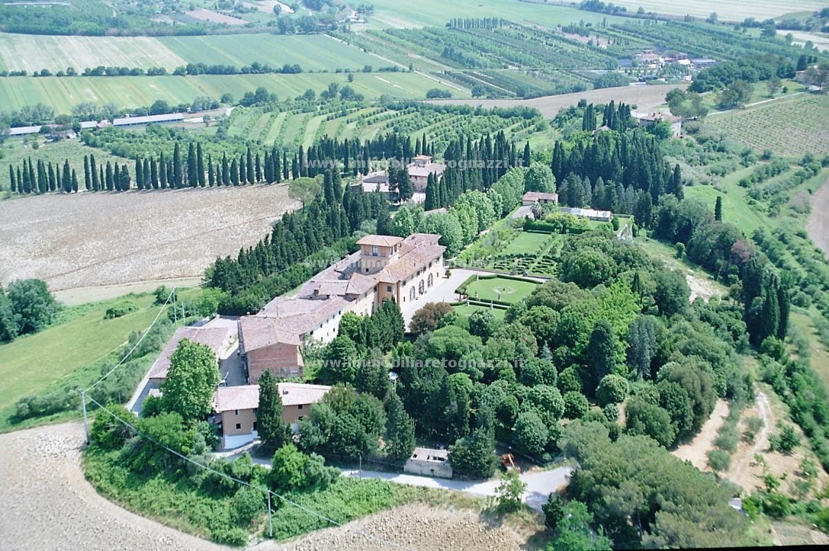 Vai alla scheda: Agriturismo Vendita - Castelfiorentino (FI) - Codice UN17061