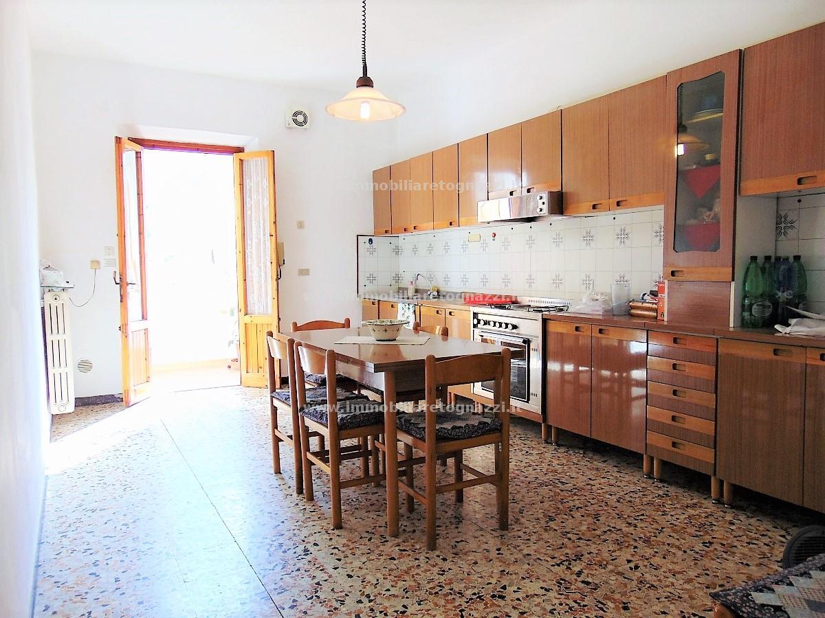 Appartamento in vendita a Certaldo, 4 locali, prezzo € 90.000 | CambioCasa.it
