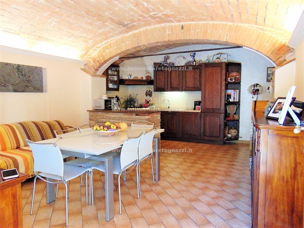 Appartamento in vendita a Castelfiorentino, 4 locali, prezzo € 130.000 | CambioCasa.it