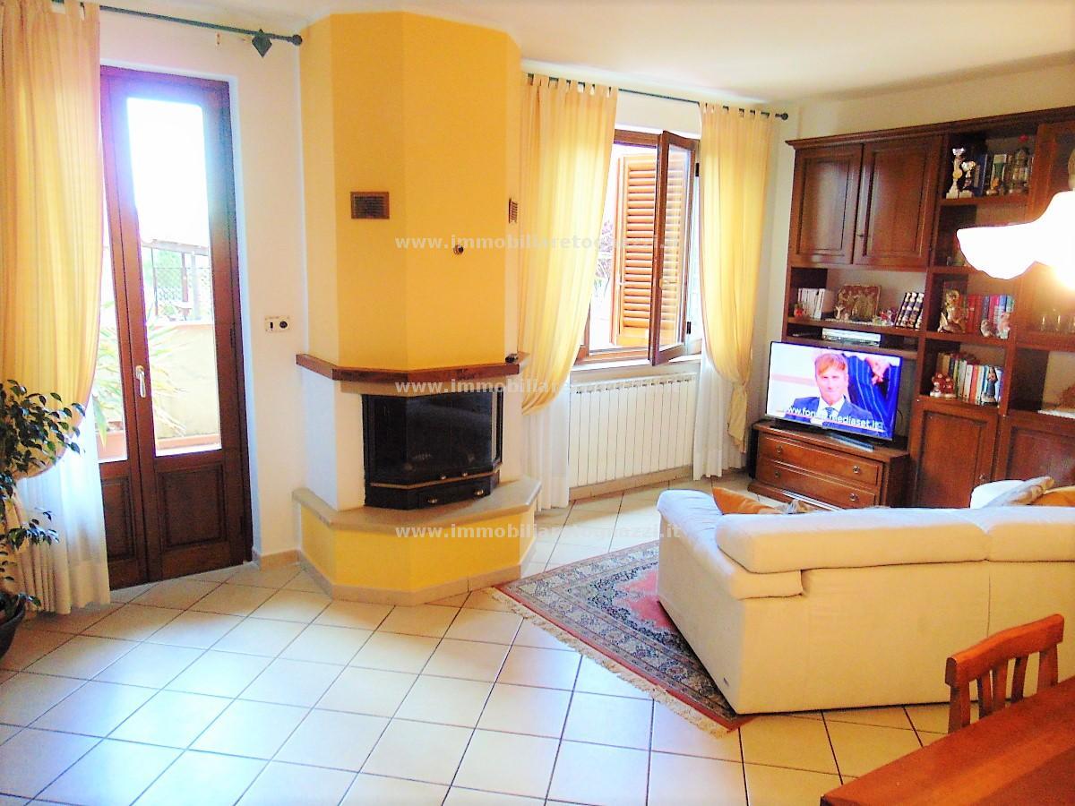 Appartamento in vendita a San Gimignano, 3 locali, prezzo € 198.000 | CambioCasa.it