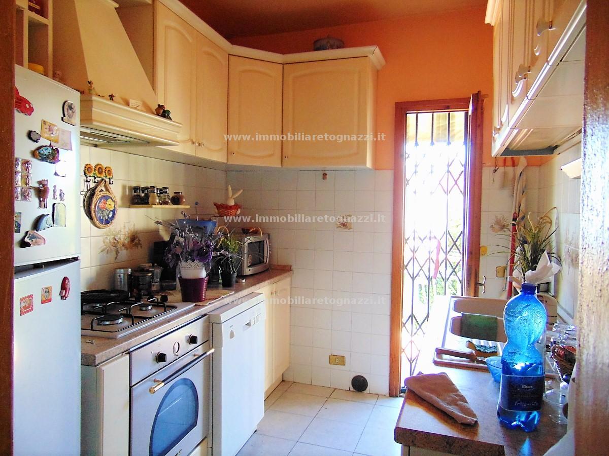 Palazzo / Stabile in vendita a Certaldo, 8 locali, prezzo € 220.000 | CambioCasa.it