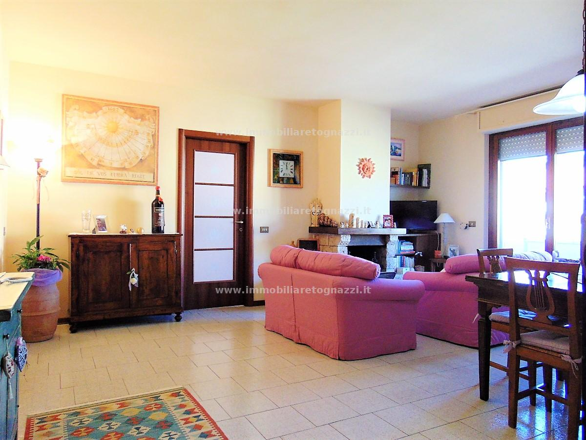 Appartamento in vendita a Gambassi Terme, 4 locali, prezzo € 170.000 | CambioCasa.it