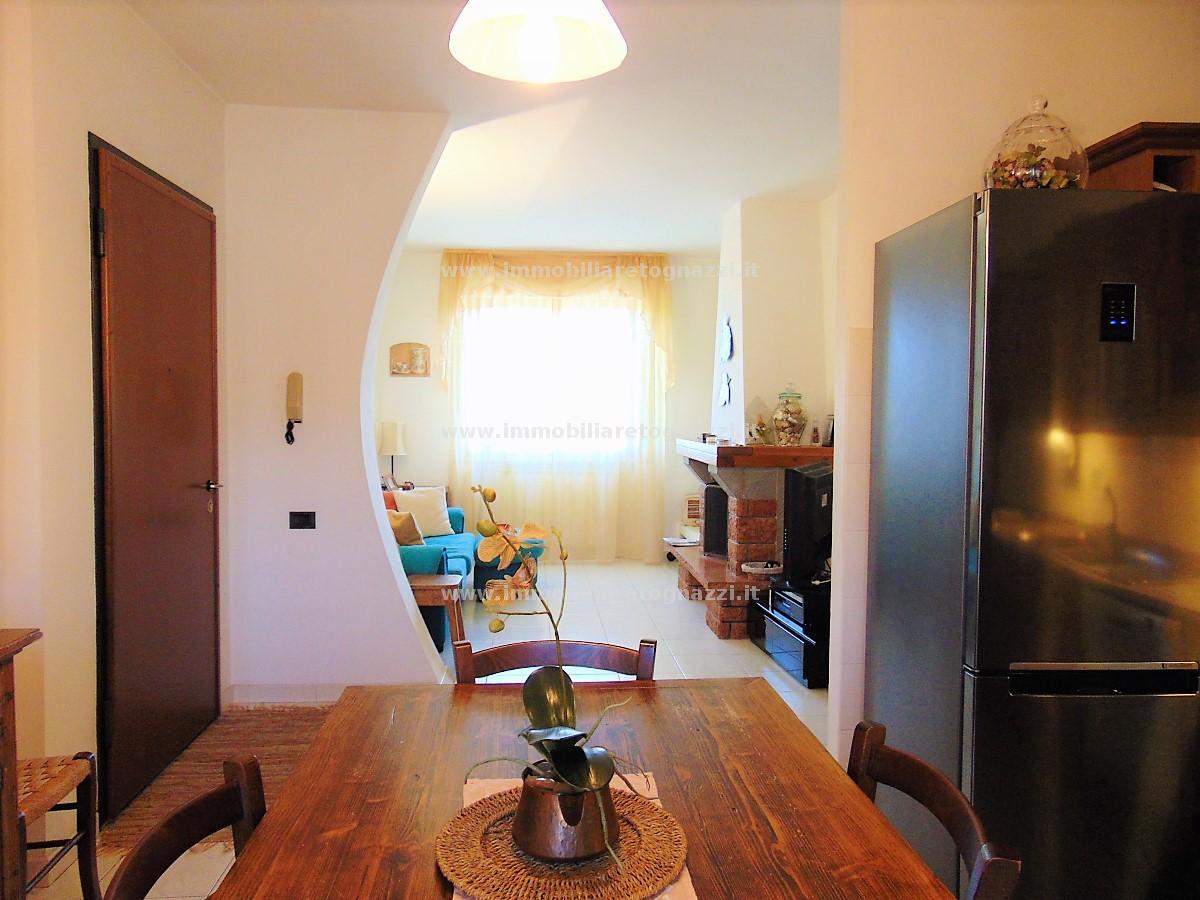 Appartamento in vendita a Gambassi Terme, 5 locali, prezzo € 150.000 | CambioCasa.it