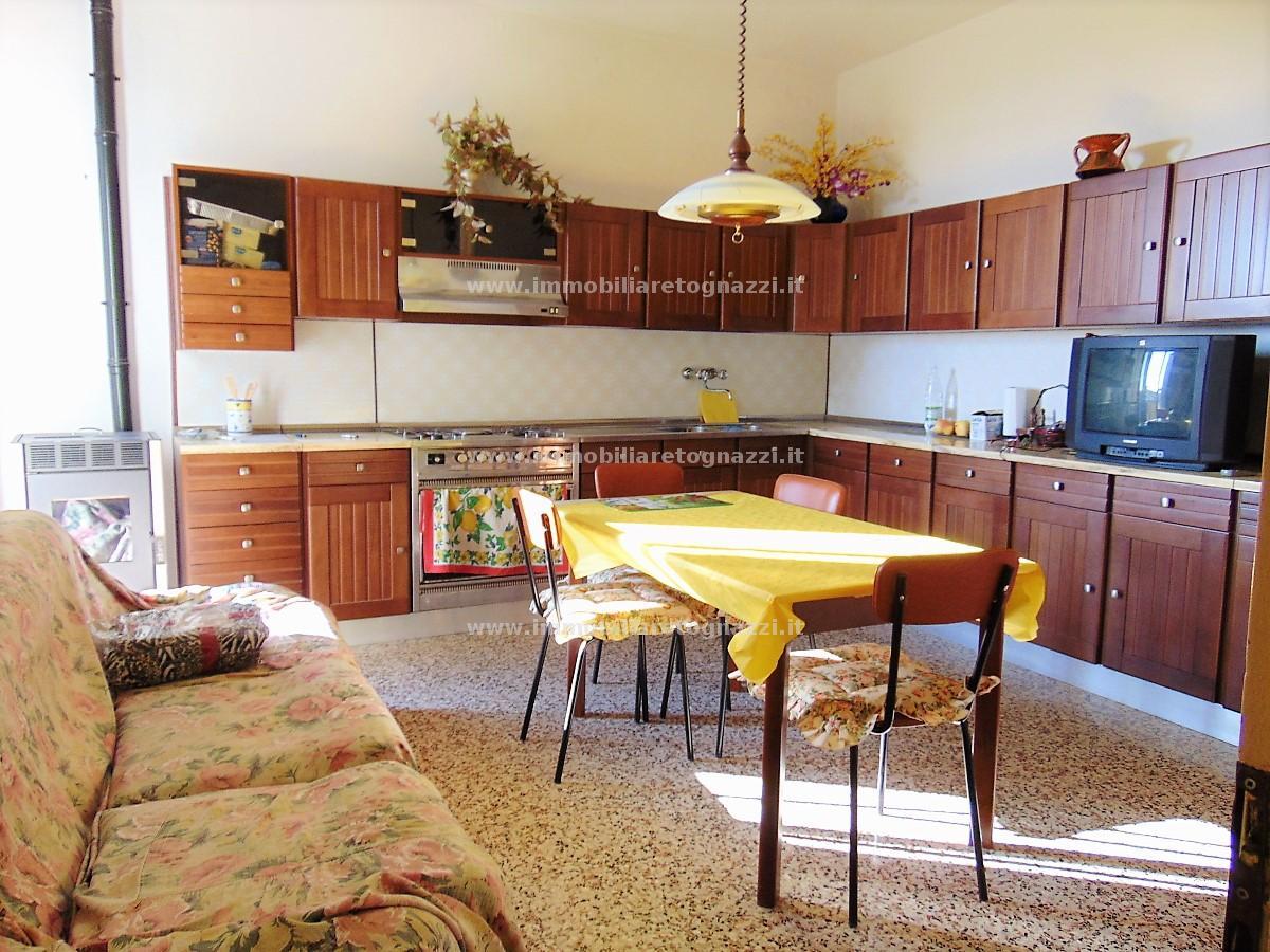 Appartamento in vendita a Castelfiorentino, 4 locali, prezzo € 80.000 | CambioCasa.it