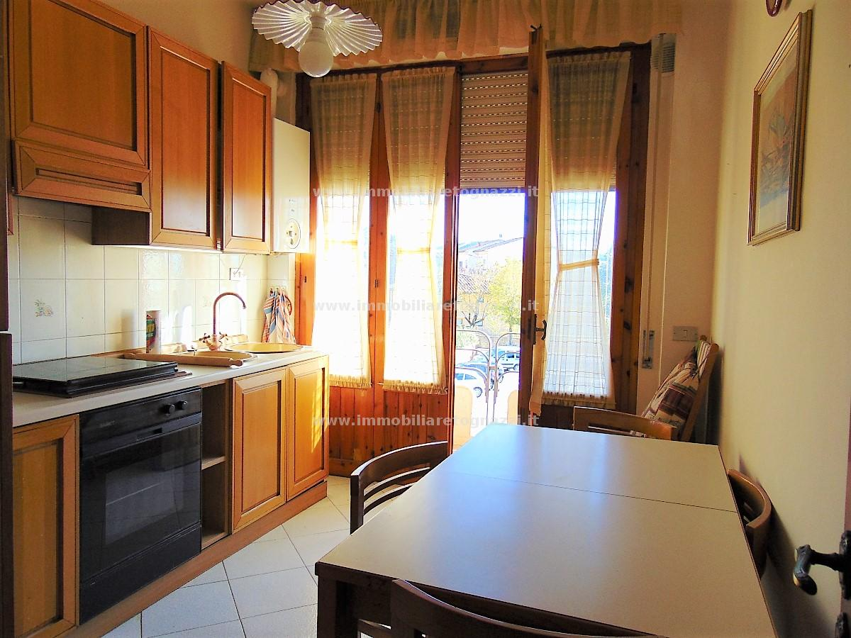 Appartamento in vendita a Montaione, 5 locali, prezzo € 130.000 | CambioCasa.it