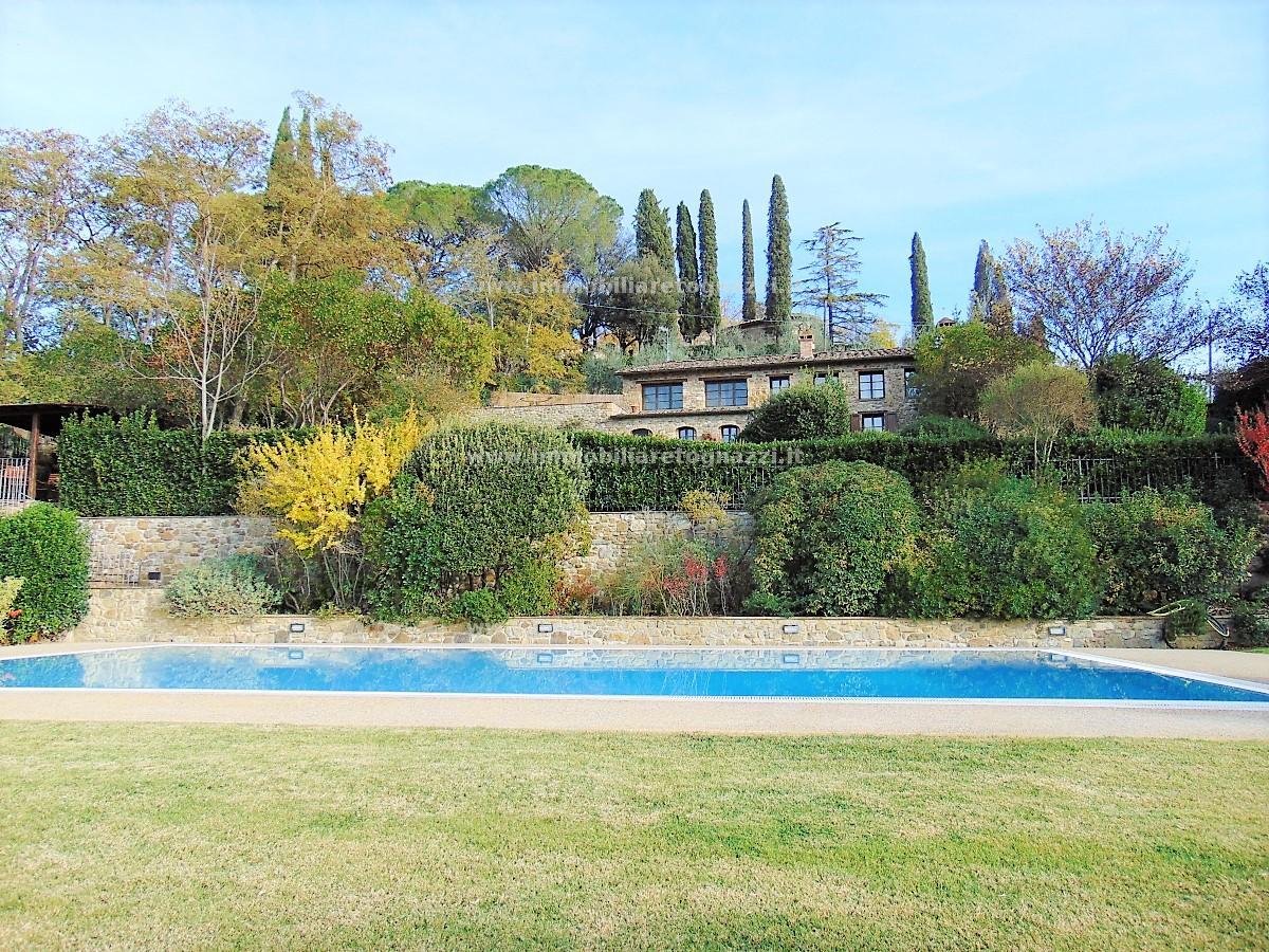 Villa in Vendita a Poggibonsi