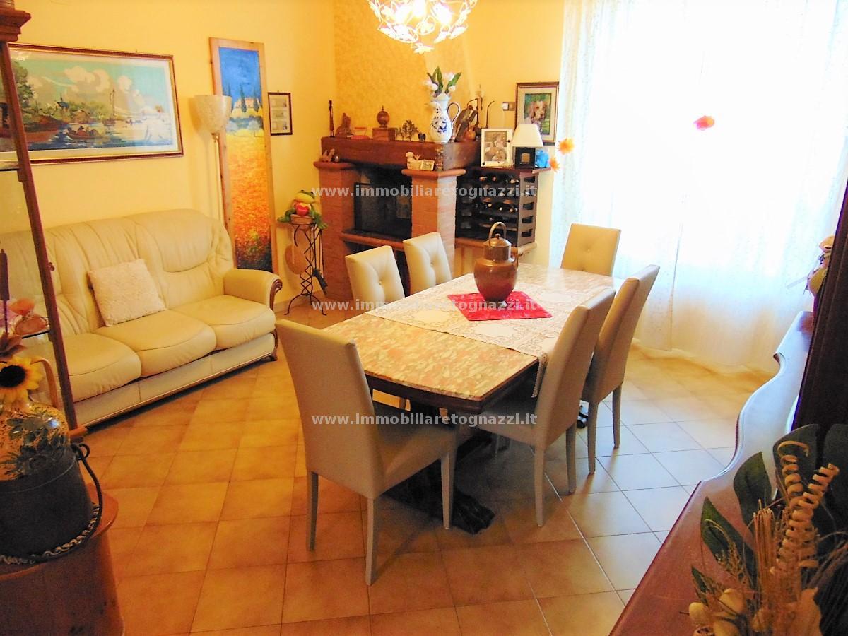 Appartamento in vendita a Castelfiorentino, 4 locali, prezzo € 127.000 | CambioCasa.it