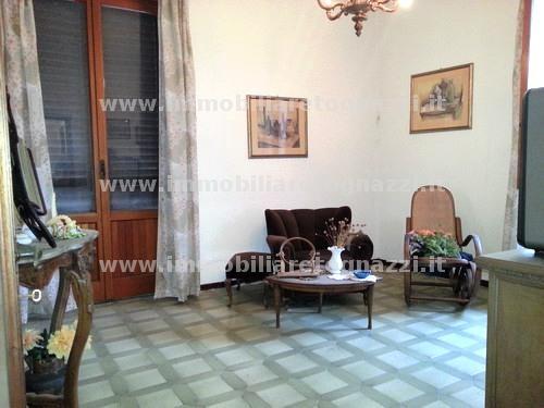 Appartamento in vendita a Montaione, 5 locali, prezzo € 120.000 | CambioCasa.it