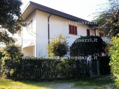 Villa a Schiera in Vendita a Pietrasanta