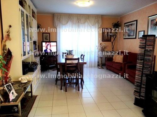 Appartamento in vendita a Gambassi Terme, 4 locali, prezzo € 140.000 | CambioCasa.it
