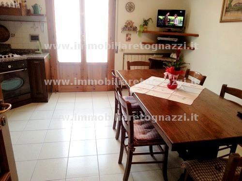 Appartamento in vendita a Gambassi Terme, 4 locali, prezzo € 250.000 | Cambio Casa.it