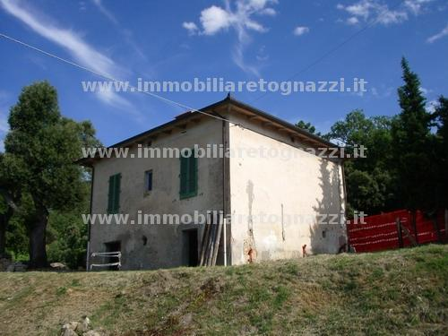 Palazzo / Stabile in Vendita a Gambassi Terme