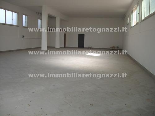 Immobile Commerciale in affitto a Gambassi Terme, 3 locali, Trattative riservate | Cambio Casa.it