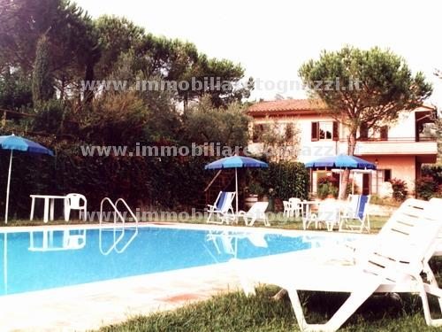 Villa in vendita a Castelfiorentino, 10 locali, prezzo € 650.000 | CambioCasa.it