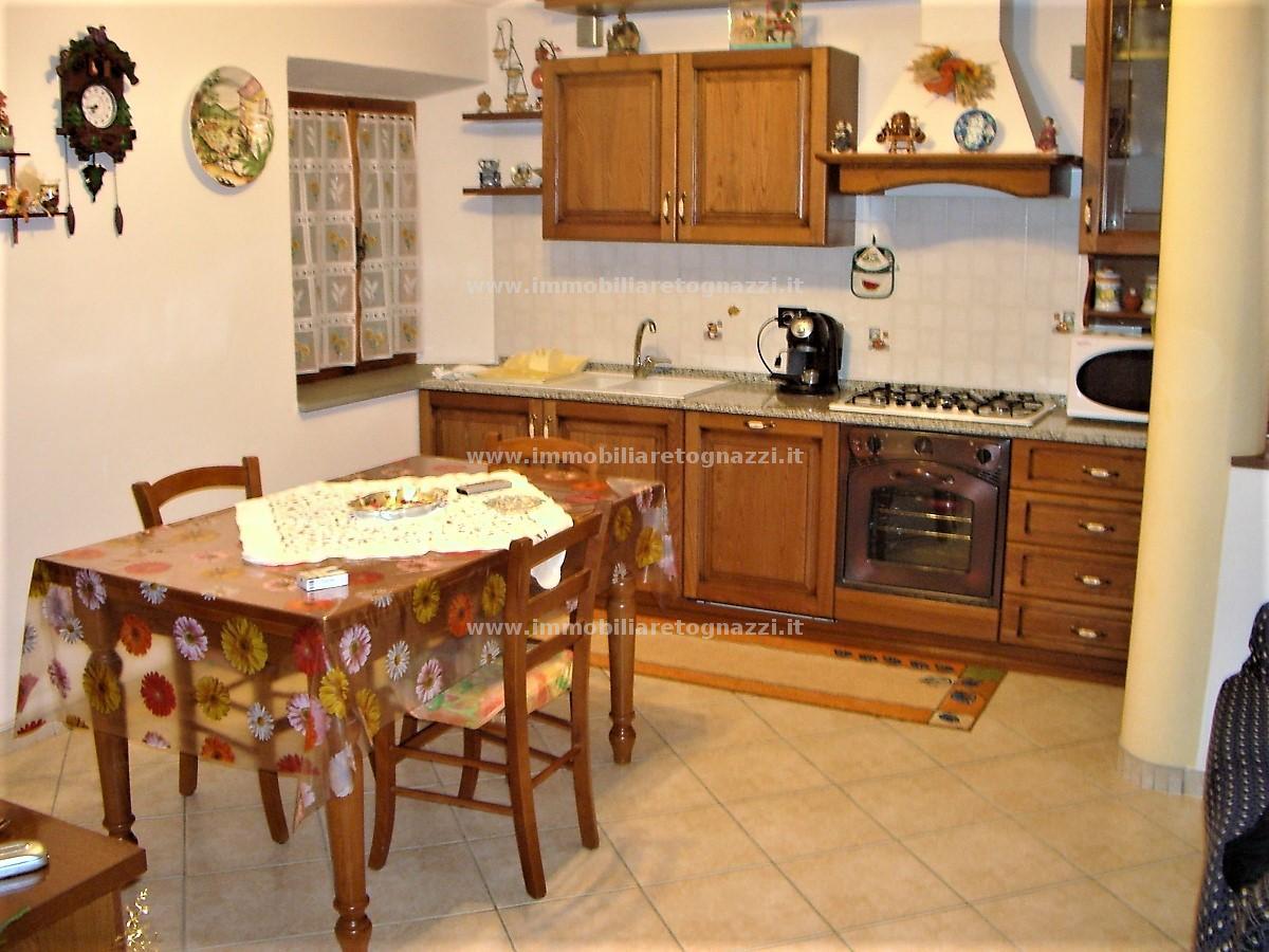 Appartamento in vendita a Castelfiorentino, 3 locali, prezzo € 80.000 | CambioCasa.it