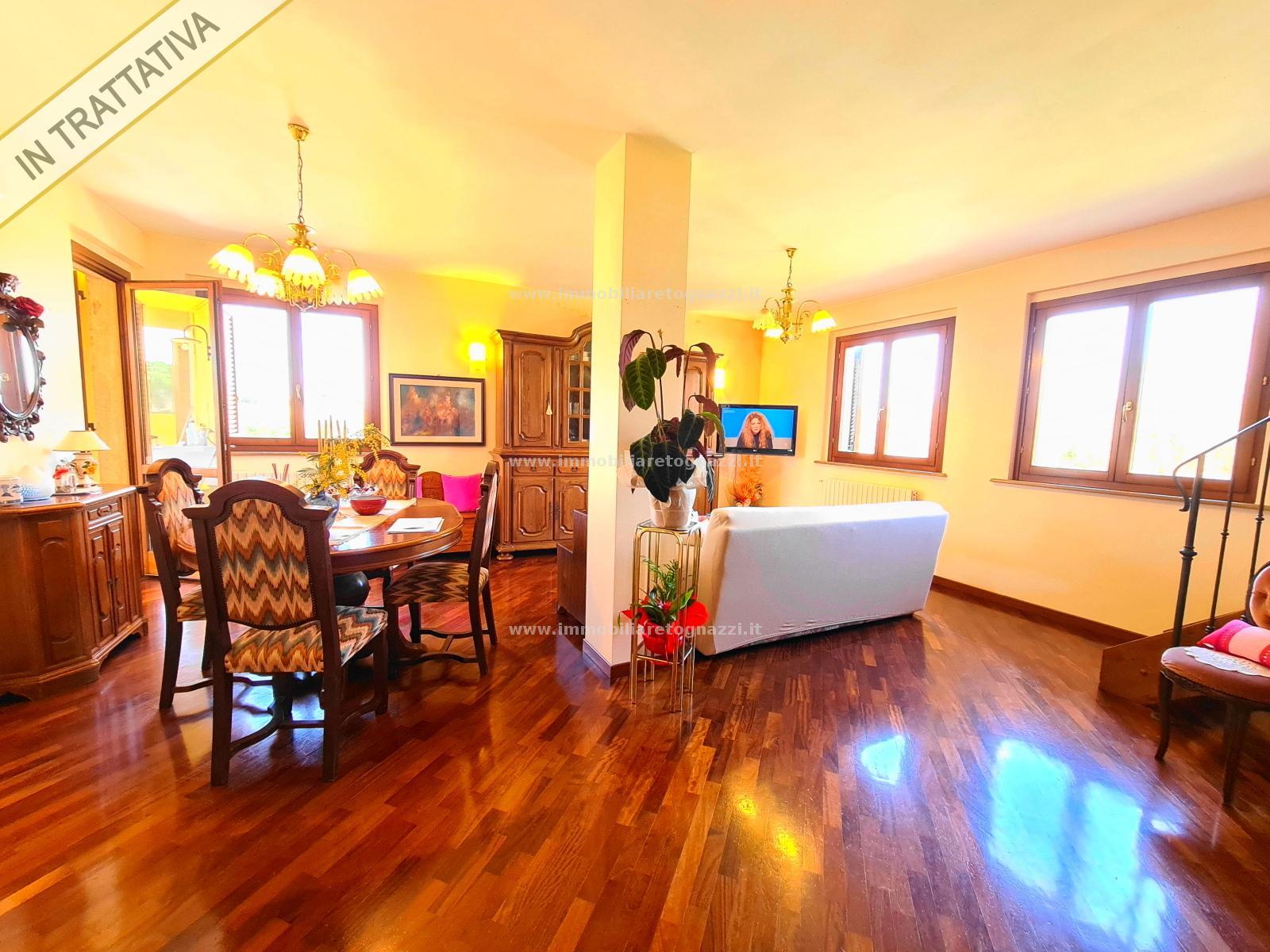 Appartamento in vendita a Montaione, 5 locali, prezzo € 160.000 | CambioCasa.it
