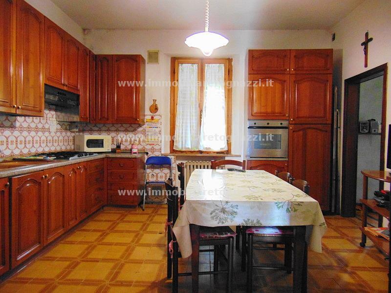 Appartamento in vendita a Castelfiorentino, 6 locali, prezzo € 120.000 | CambioCasa.it