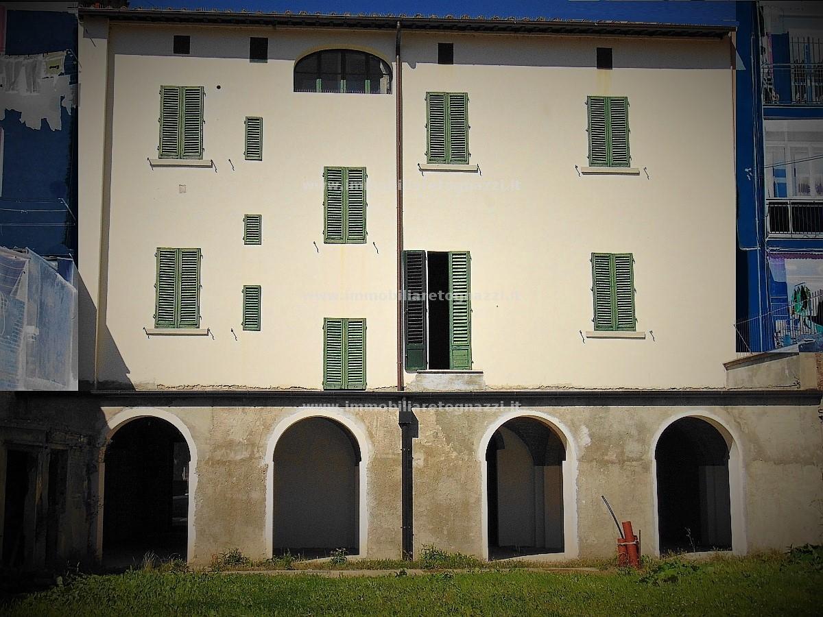 Palazzo / Stabile in Vendita a Castelfiorentino