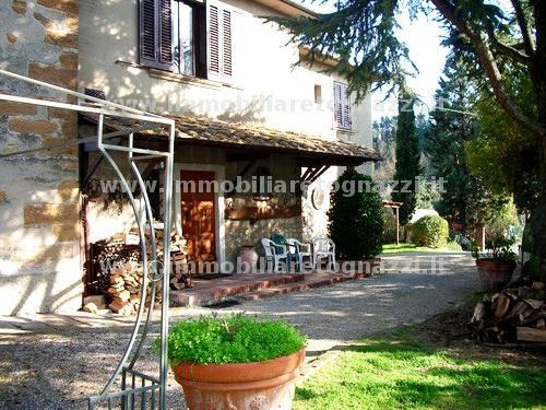 Rustico / Casale in vendita a Montaione, 10 locali, prezzo € 445.000 | CambioCasa.it